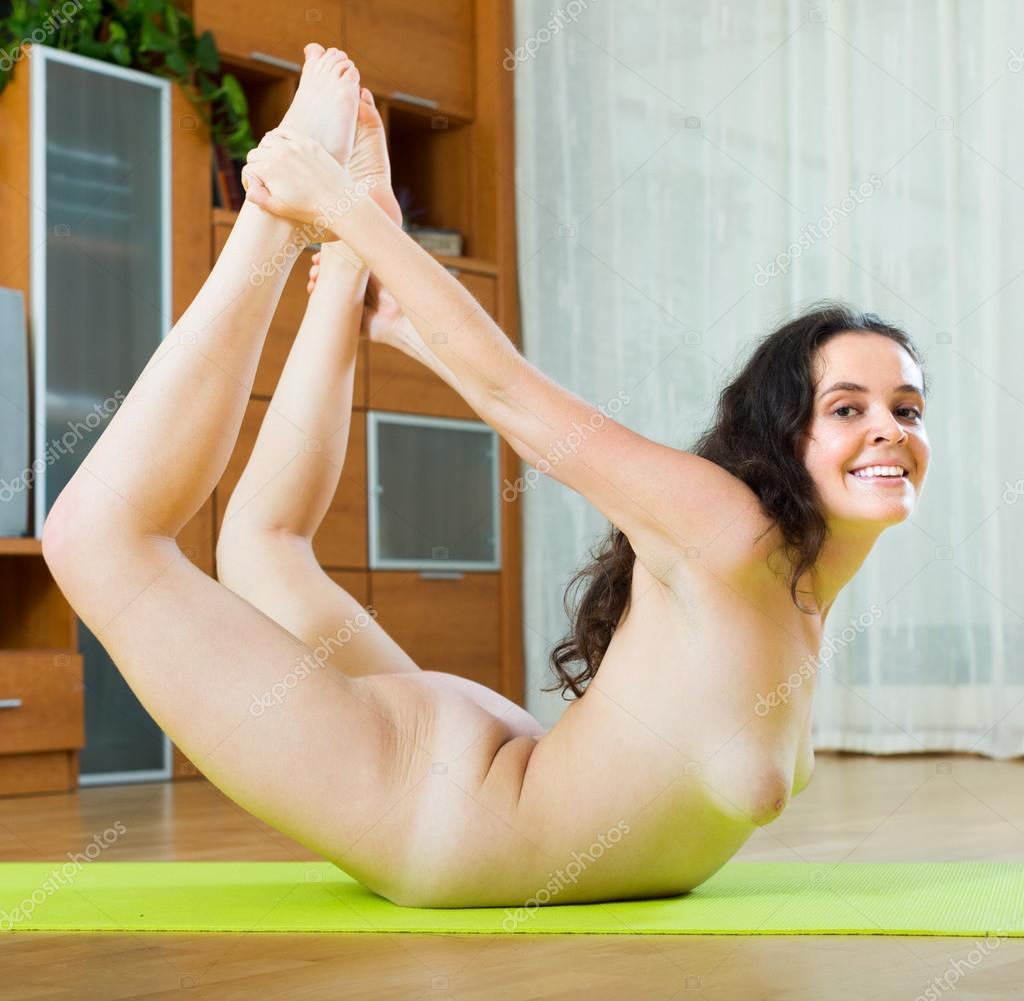 devushki-yogi-golie-video
