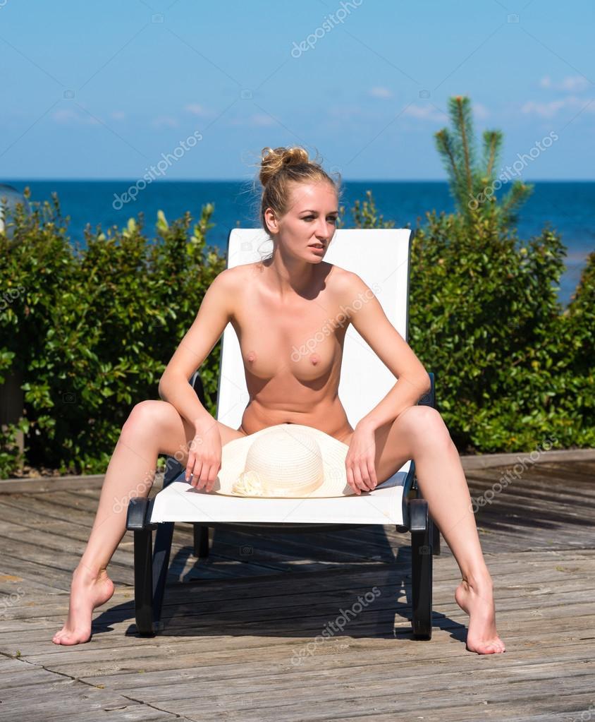naken vacker kvinna